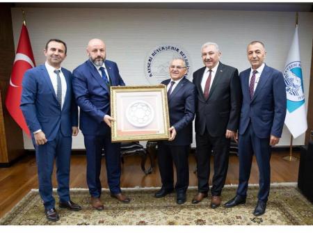TES-İŞ Heyeti Kayseri Büyükşehir Belediye Başkanı Memduh Büyükkılıcı Ziyaret Etti